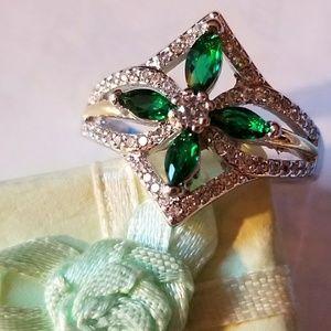 Beautiful Emerald 925 Ring
